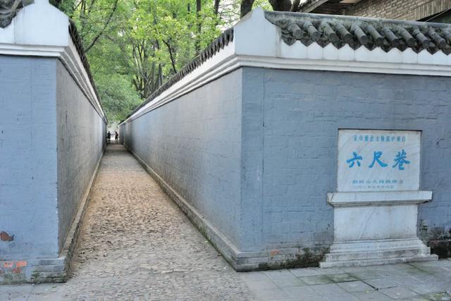 六尺巷:德义中间走 礼让站两旁