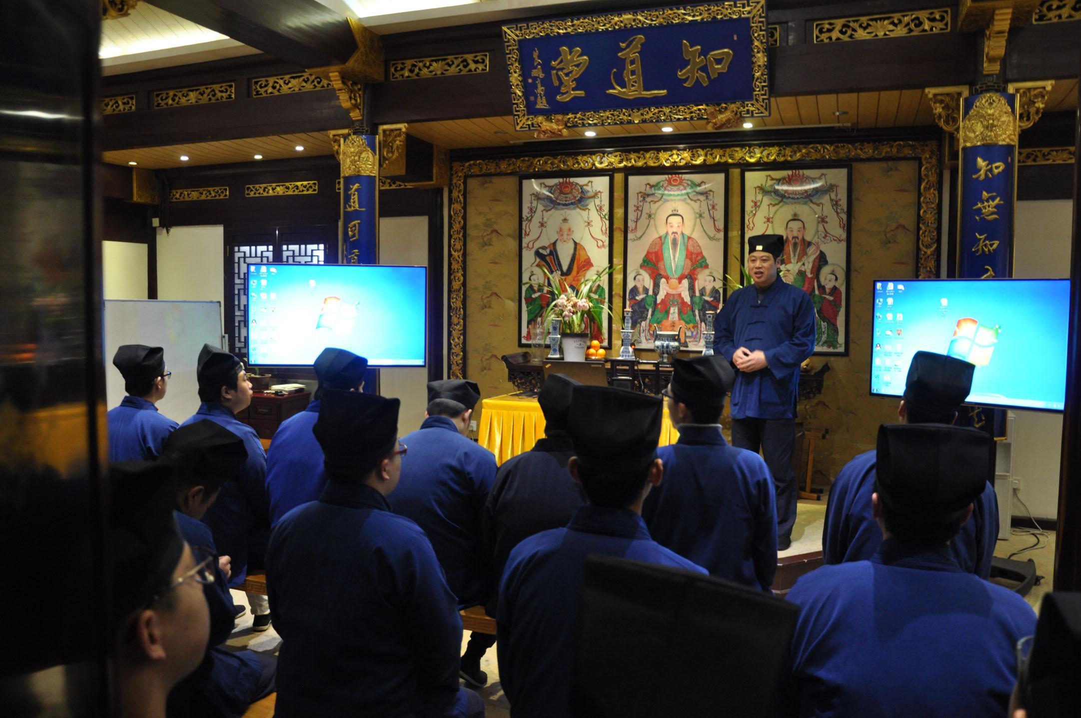 上海城隍庙加强教职人员信仰教育
