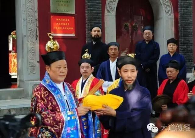 """武汉长春观隆重举行恭迎""""法统""""仪式"""