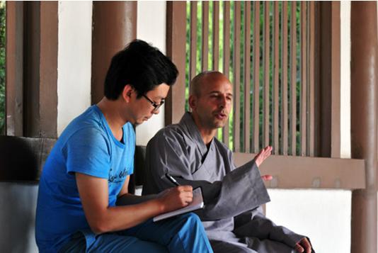 第一个在中国剃度出家的外国游客