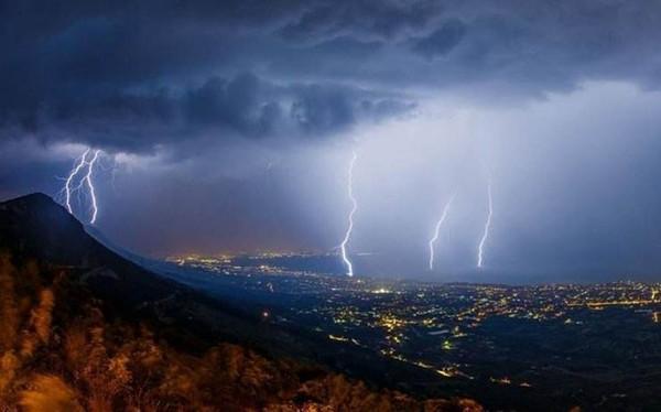 神威赫然惊天地:雷神形象的演变与发展