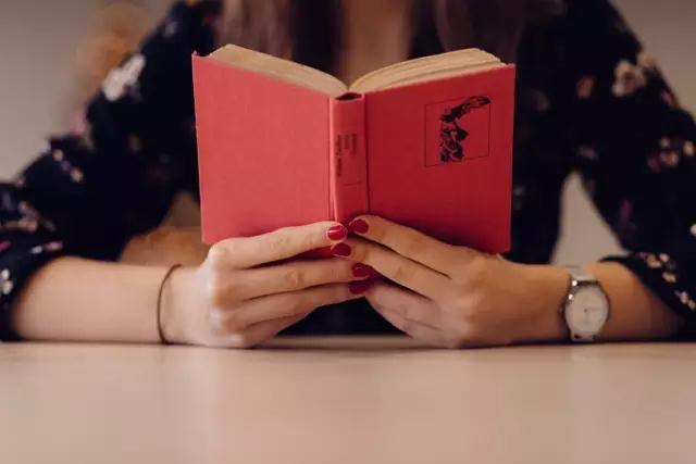 读书的人和不读书的人 连颜值都差很远