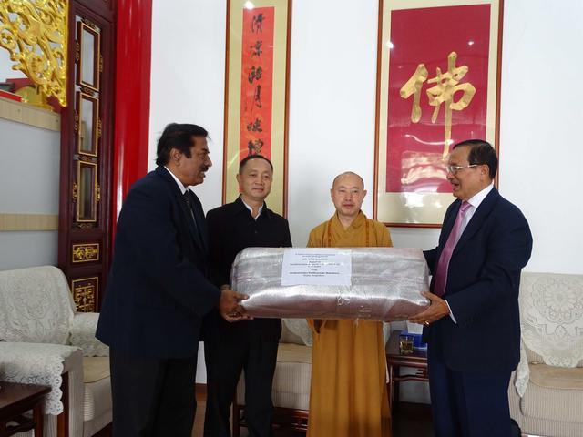 云南省佛教协会捐赠孟加拉国修建阿底峡尊者塔仪式在昆明举行