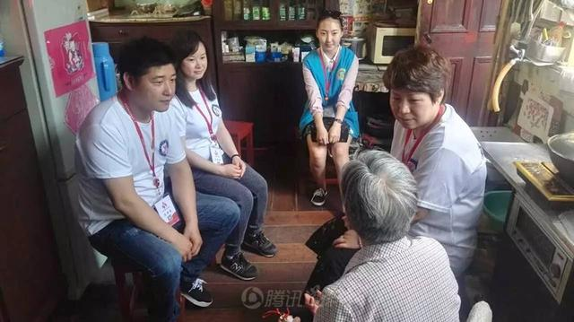 温情驻心间:上海城隍庙举行慈善送温暖活动
