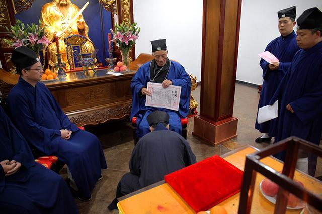 两位青年高功法师在上海城隍庙传度受职