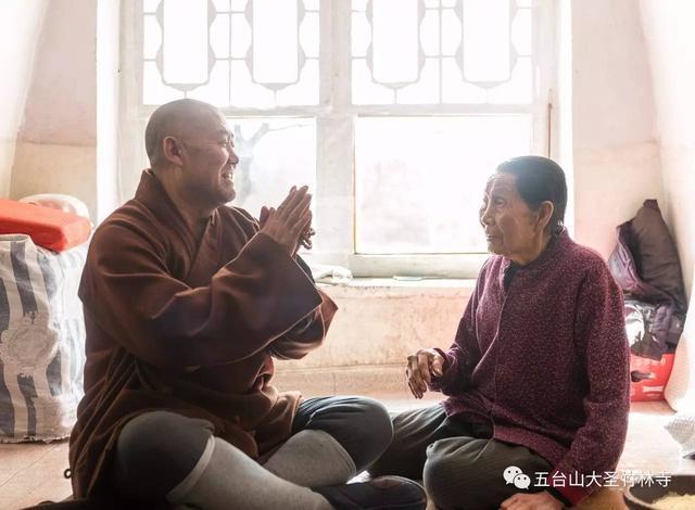 师父来看你了!妙江大和尚看望90岁高龄老居士