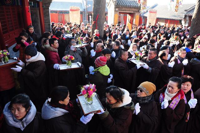 北京西山双泉寺腊八节将办传供、祝圣、施粥法会