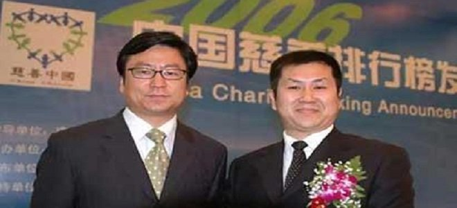 他和李嘉诚王健林同台领奖 却带两名员工出家为僧