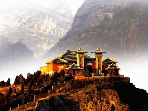 古轩辕台位于北京平谷区东北十五里的渔子山,而天津蓟县的盘山风景区