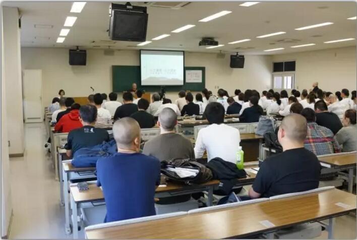 智广阿阇梨在日本种智院大学作专题演讲《色即是空》