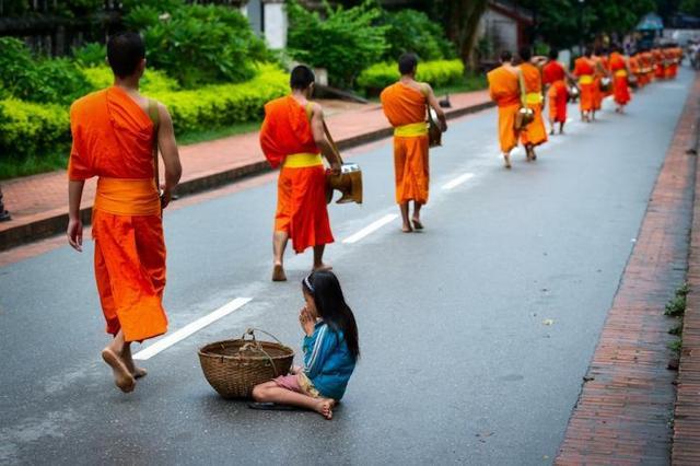 遇到乞丐怎么办?一个方法让他们不再受穷