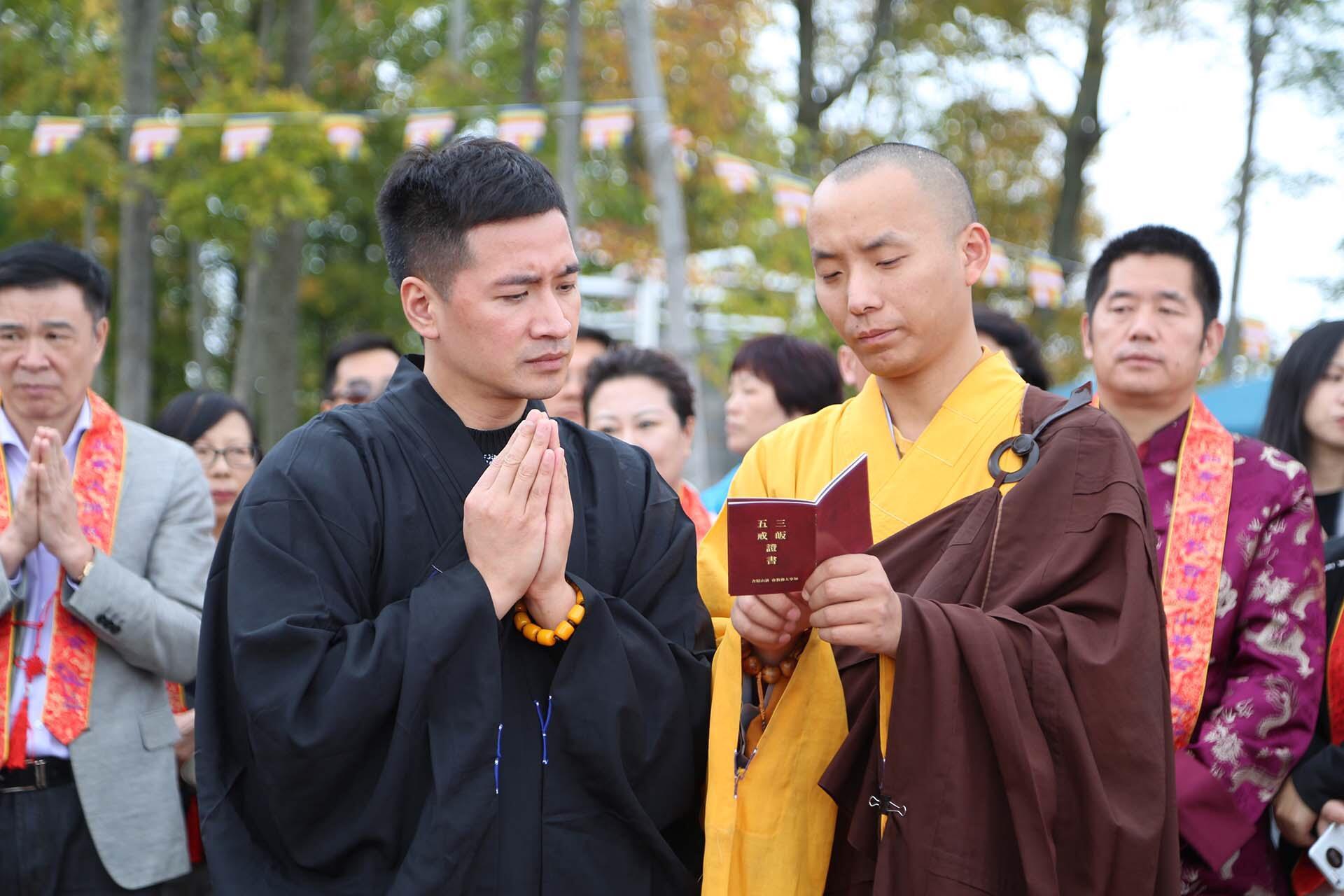 何晟铭在加拿大拜师学习