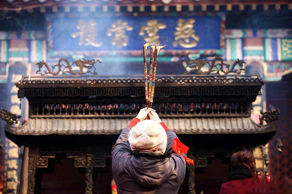 中佛协发文要求 文明敬香合理放生 建设生态寺院
