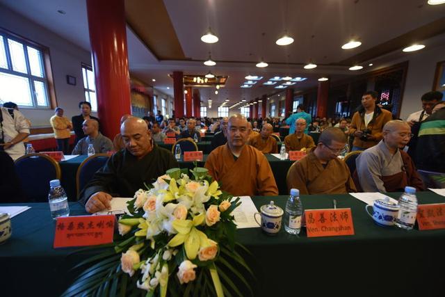 出席第二届五台山信仰国际研讨会开幕式的大德法师