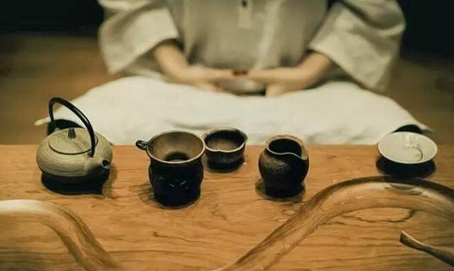 你是谁的茶 在等哪杯水?