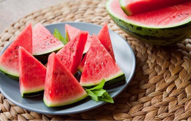 夏季养生是一场西瓜和姜枣茶的战争