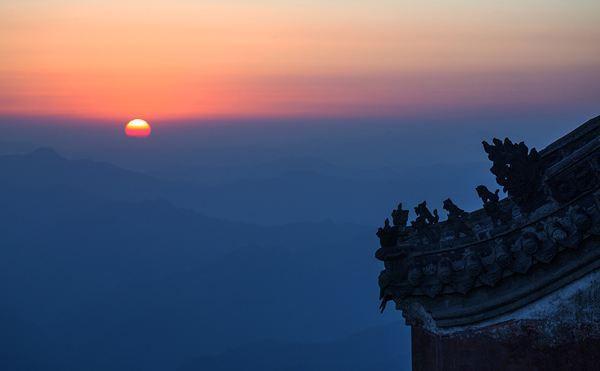动静皆宜,阴阳合一:剪影中的武当山之美