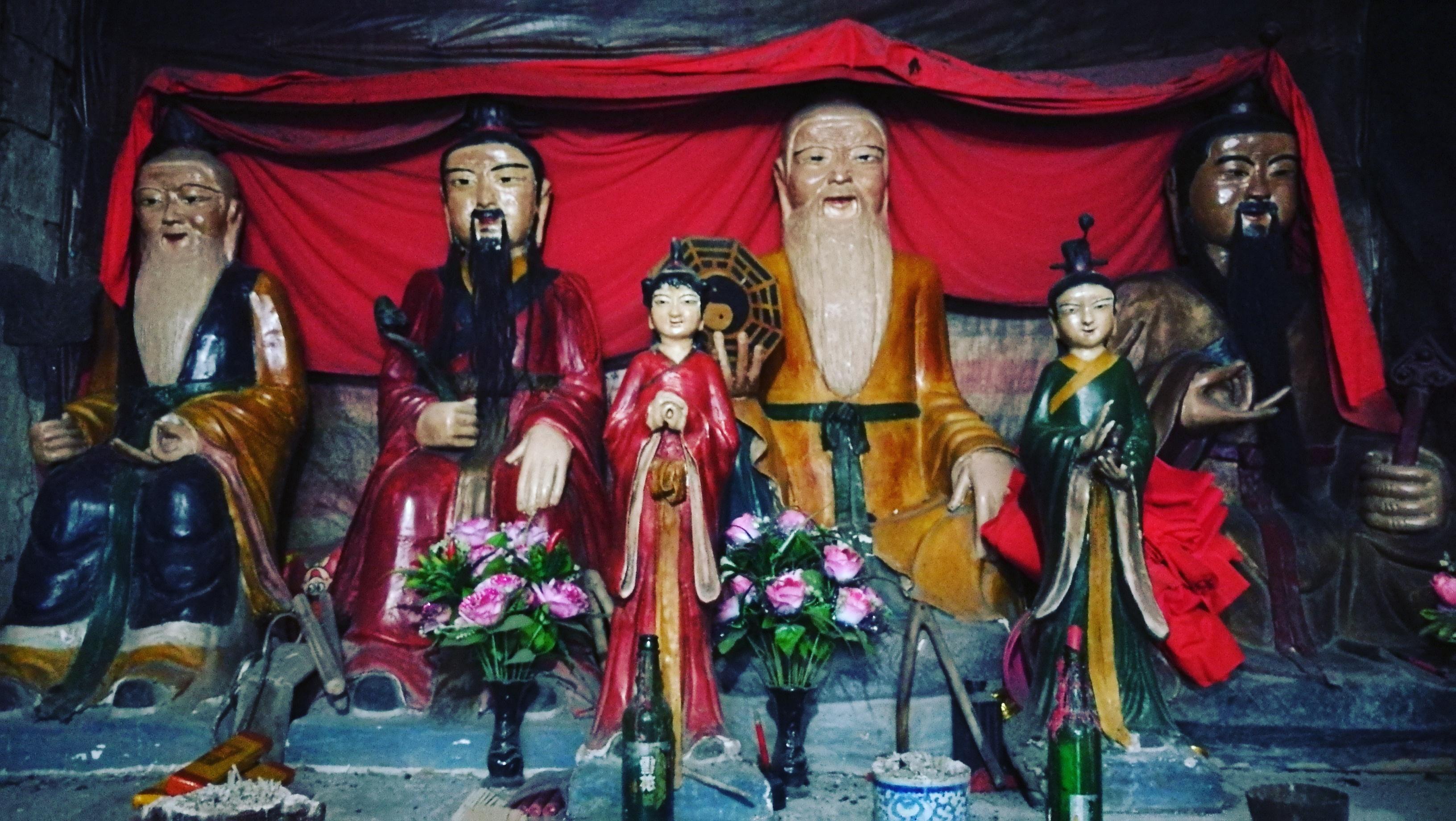 散落在民间的道教信仰:大别山老农三代守护小庙  信神如神在