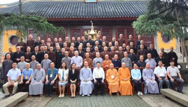 中国佛学院灵岩山分院第十八届学僧毕业典礼在苏州灵岩山寺隆重举行