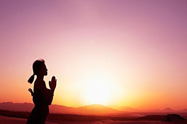 若年轻时信佛是否会与生活和事业发生抵触?