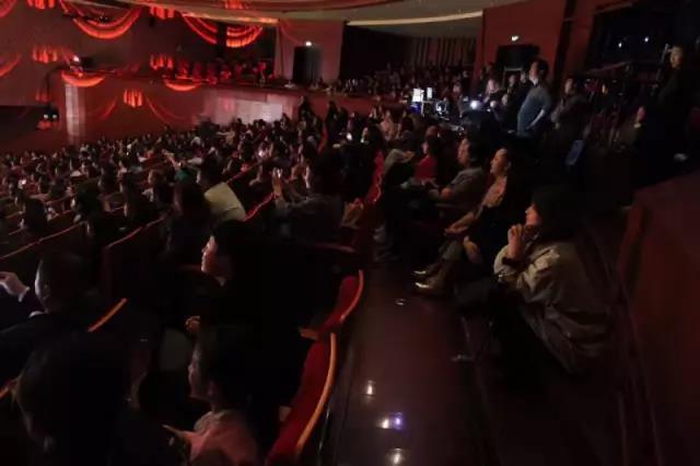 刘晓庆喊大家一定要去剧场观看《Memory5D+》!看过的观众纷纷求加场!