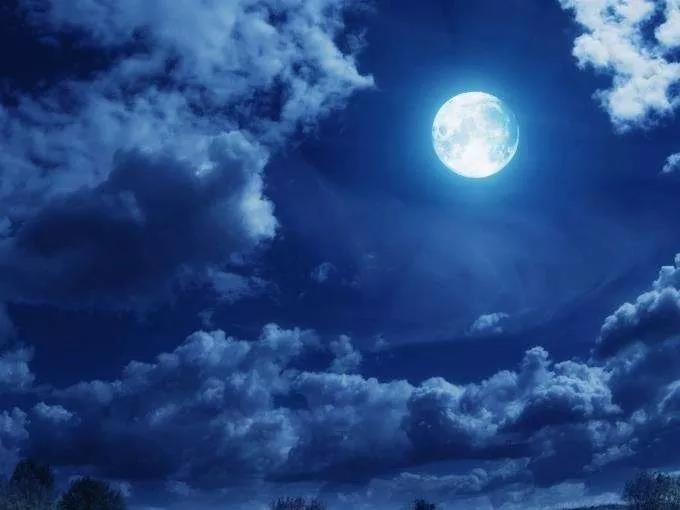 《诗经·月出》:有谁在月光下 逃得过夜夜的思念