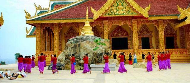 信佛的人见佛像佛塔等 为何要右绕?