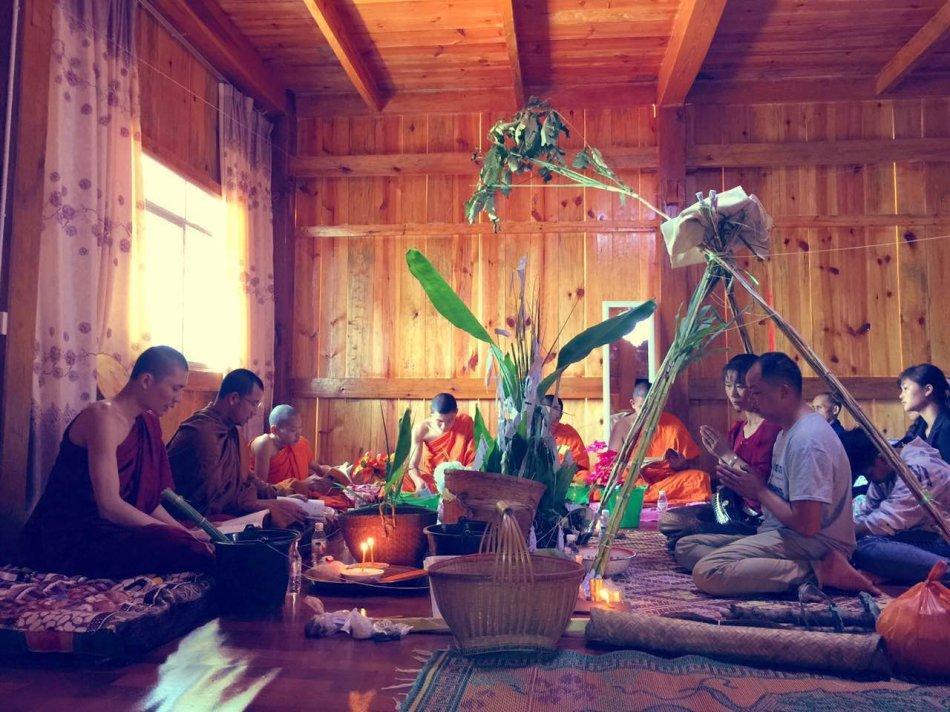 傣家人的佛教生活:从生到死都与佛教有关