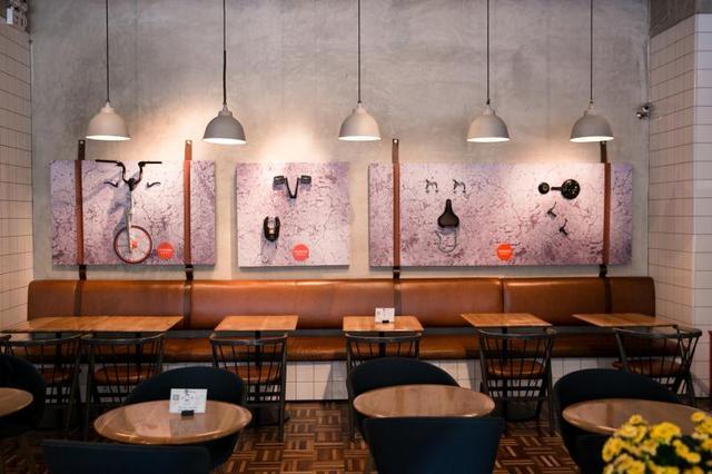 炫酷的slogan涂鸦墙激发着生活灵感,收银台前萦绕至店内的自行车道,仿图片