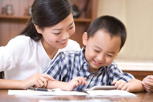 陪娃写作业-陪孩子做作业就是抓习惯图片