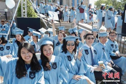 留学生从搭伙生活到低龄同居 专家建议:需谨慎