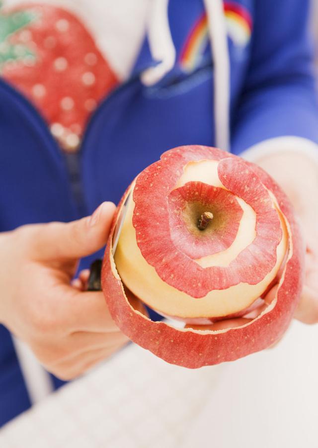 啃苹果要削皮吗?