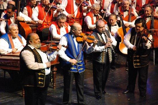 """小提琴与乐队 总谱-佩斯吉卜赛交响乐团是""""全球规模最大的专业吉卜赛音乐演奏团体"""""""