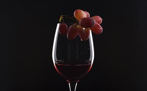 女性喝红酒养生的五大功效