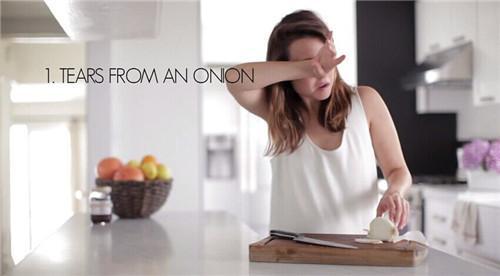 """7个值得收藏的厨房使用技巧:切洋葱不再 """"伤心"""""""