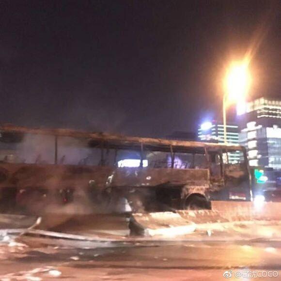 卢浦大桥事故后续:12月18日凌晨开启路面修护工作