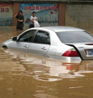 汽车落水后如何自救?