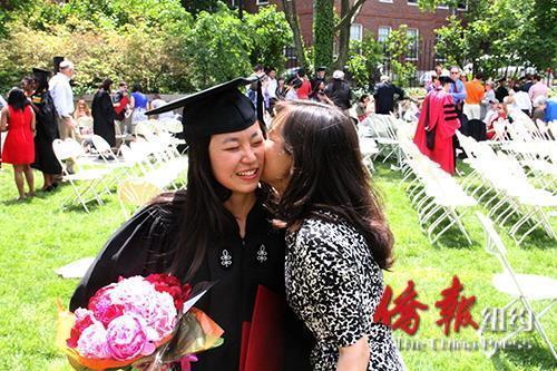 中国妈妈在美陪读经历:女儿上哈佛 自己读硕士