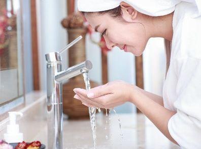 用什么水洗脸最美白 7种水可选