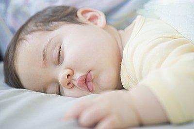 幼儿鼾症可能影响智力发育