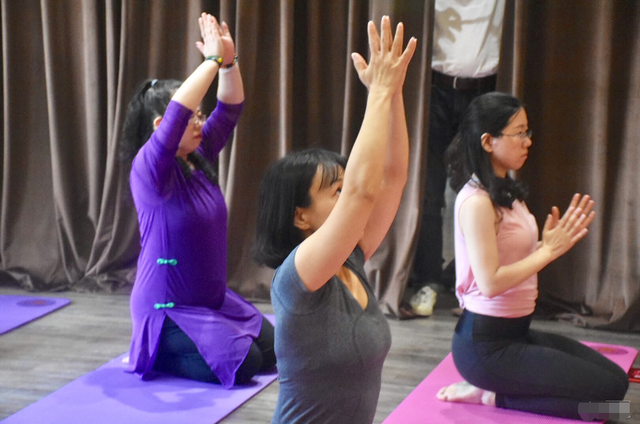 安信地板倡导生活伽减法,跨界瑜伽都市新时尚