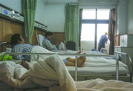女子生完宝宝住院5天 天天被医院内装修噪音吵