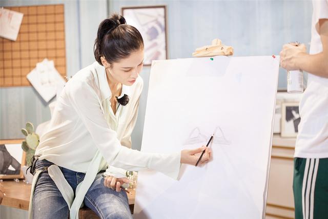 张蓝心设计女性内衣火爆上线 《跨界》质感综艺显雏形