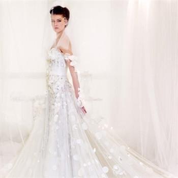 拖尾婚纱长度如何挑选 新娘拖尾婚纱几米长合适