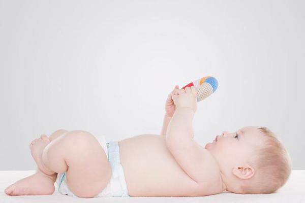 5个细节,判断1岁宝宝智力