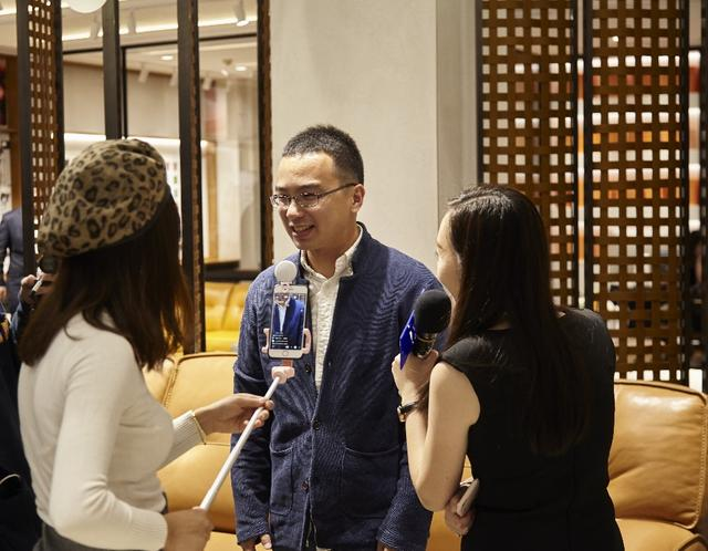 西蒙李家居全球首家概念店盛大开业 3D沙发体验成为高人气互动