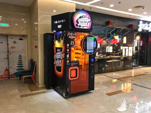 上海无人榨汁机被曝料果汁有黑渣 真相惹争议