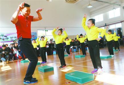 上海推进小学兴趣化体育课程改革 变身超能兔