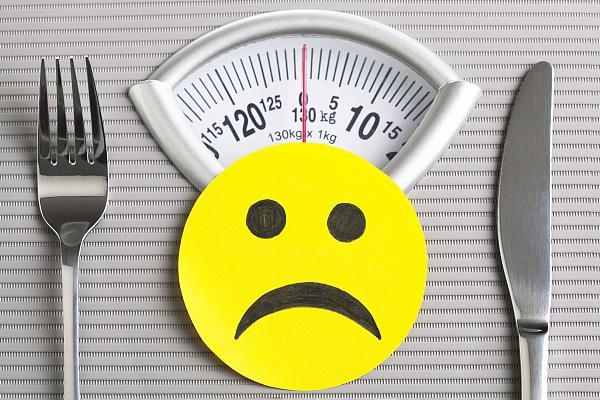"""21岁女孩""""自杀式""""减重只剩50斤,如何减肥最健康?"""