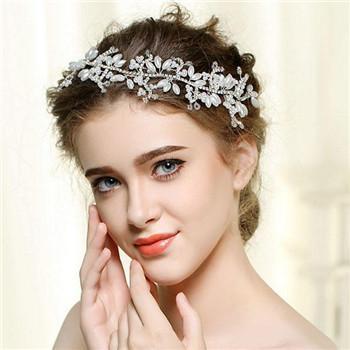 结婚饰品新娘配饰介绍 当天新娘婚纱配饰有哪些